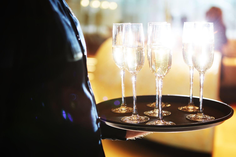 Offre Vip Serveur Champagne Fotolia